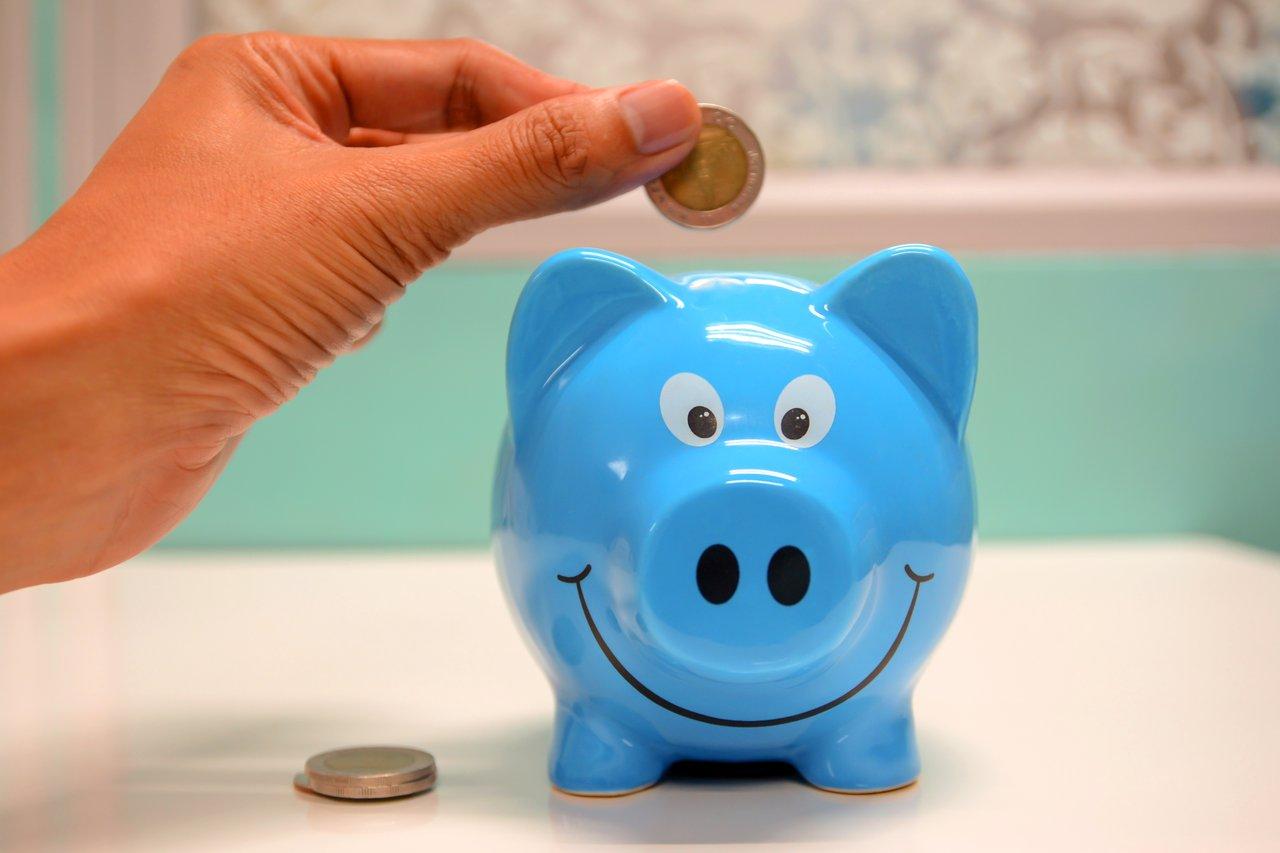¿Es mejor ahorrar o invertir? Te lo contamos